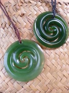 """La spirale ou """"koru"""" en maori signifie un nouveau commencement dans sa vie , grandir dans la paix et la confiance , en étant connecté à l'essence de son être  Prix 239€"""